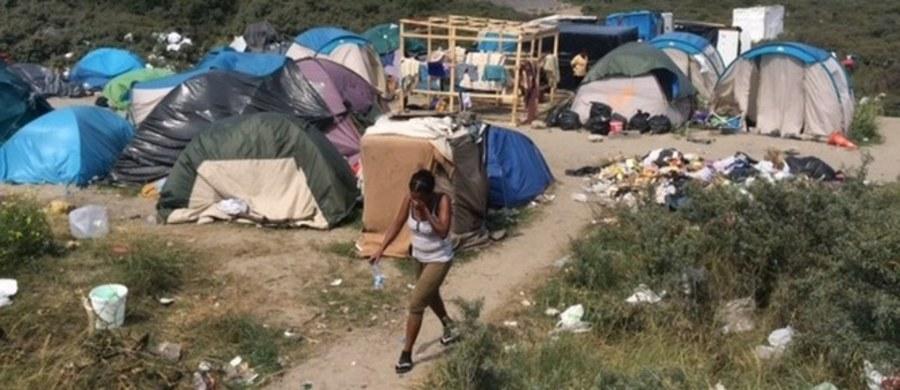 Wprowadzenia godziny policyjnej w wielkim obozowisku uchodźców zwanym Nową Dżunglą w Calais żądają francuskie związki stróżów porządku. Ich przedstawiciele alarmują, że to jedyny sposób, by zagwarantować nocą bezpieczeństwo w całej okolicy.