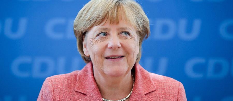 """Możliwy jest wzrost bezrobocia wskutek kryzysu uchodźczego w Niemczech. O przewidywaniach rządu w Berlinie napisał niemiecki tabloid """"Bild"""" powołując się na ministerstwo finansów. Z danych tego resortu wynika, że w przyszłym roku liczba bezrobotnych wzrośnie do ponad dwóch milionów ośmiuset tysięcy. A w 2020 roku do ponad trzech milionów. Kanclerz Merkel zaprosiła szefów największych niemieckich koncernów na spotkanie 14 września, by zachęcić ich do zatrudniania imigrantów."""