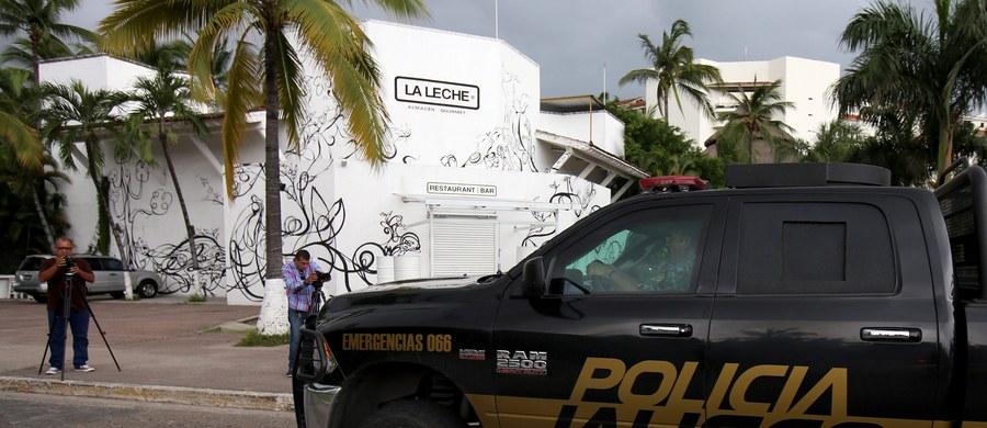 """Syn przebywającego w więzieniu barona narkotykowego Joaquina """"El Chapo"""" Guzmana może być w grupie mężczyzn uprowadzonych z restauracji w meksykańskim kurorcie Puerto Vallarta nad Oceanem Spokojnym - poinformowały tamtejsze władze."""