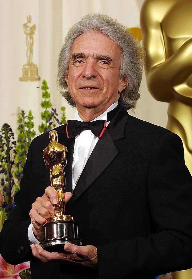 """17 sierpnia w Los Angeles w wieku 92 lat zmarł Arthur Hiller, twórca jednego z najpopularniejszych melodramatów w historii kina - nominowanego do siedmiu Oscarów """"Love Story"""" (1970). Wśród wielu innych filmów, pod którymi reżyser się podpisał, są tak legendarne obrazy, jak """"Nic nie widziałem, nic nie słyszałem"""" i """"Szpital"""". Informację o jego śmierci przekazali przedstawiciele Amerykańskiej Akademii Filmowej."""