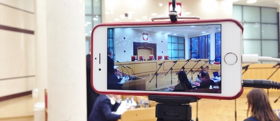 Prokuratura Regionalna w Katowicach wszczęła śledztwo w sprawie niedopełnienia obowiązków lub przekroczenia uprawnień przez prezesa Trybunału Konstytucyjnego Andrzeja Rzeplińskiego. Chodzi o niedopuszczanie do orzekania trzech sędziów wybranych przez obecny Sejm.