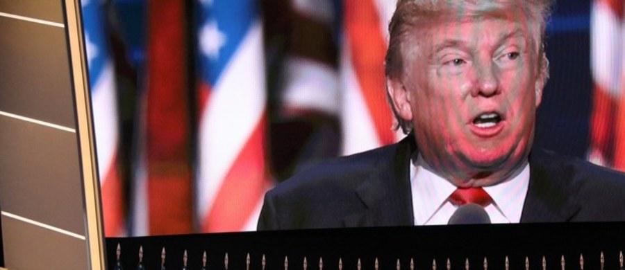 """Po raz pierwszy w swojej kampanii prezydenckiej kandydat Republikanów w tegorocznych wyborach Donald Trump wyraził skruchę za swoje wypowiedzi, którymi, jak przyznał, mógł sprawić ból niektórym osobom i grupom społecznym. Obiecał jednocześnie, że """"nigdy nie będzie okłamywał narodu amerykańskiego"""" i podkreślił, że można mu ufać, gdyż w odróżnieniu od Hillary Clinton nie jest zakładnikiem wpływowych grup nacisku i będzie zawsze bronił interesów zwykłych Amerykanów."""