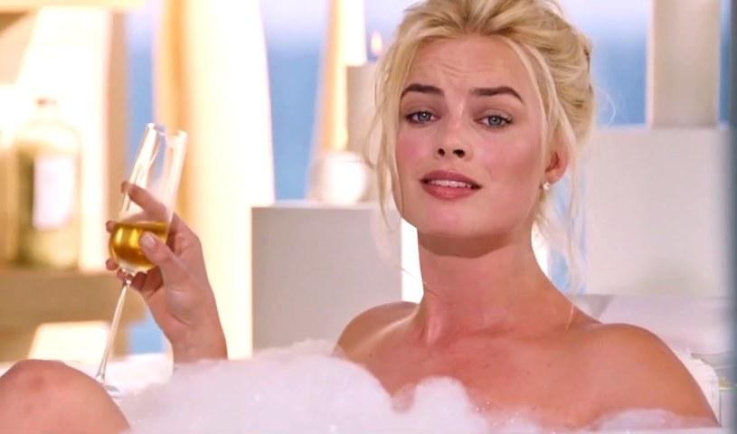 Podczas gorącej kąpieli uwielbia pić zimne piwo, w nieskończoność może czytać książki o przygodach Harryego Pottera, dokucza jej bezsenność... Wschodząca gwiazda Hollywood, Margot Robbie, podzieliła się kilkoma ciekawostkami ze swojego życia prywatnego.