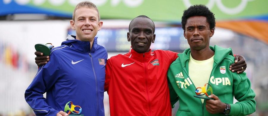 Artur Kozłowski - najlepszy z reprezentantów Polski - zajął 39. miejsce w olimpijskim maratonie w Rio de Janeiro. Yared Shegumo uplasował się na 128. pozycji, a Henryk Szost nie ukończył biegu. Triumfował Kenijczyk Eliud Kipchoge, który pokonał dystans w 2:08.44.