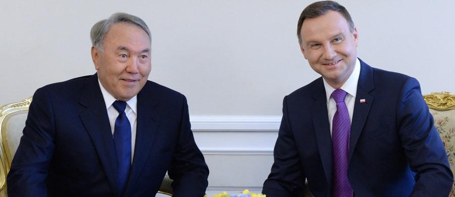 Współpracę na rzecz rozwoju stosunków gospodarczych między Polską a Kazachstanem zapowiedzieli w Warszawie prezydenci Andrzej Duda i Nursułtan Nazarbajew. Przyjęli w Warszawie deklarację o współpracy gospodarczej między Rzeczpospolitą Polską i Republiką Kazachstanu.