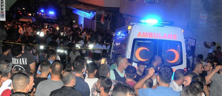 Turecki premier Binali Yildirim powiedział po poniedziałkowym posiedzeniu rządu, że na razie nie wiadomo, czy rzeczywiście za sobotni zamach w Gaziantep odpowiedzialne było dziecko. Wcześniej taką wersję wydarzeń przedstawił prezydent Recep Tayyip Erdogan.