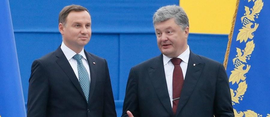 25. rocznica odnowienia niepodległości Ukrainy jest dla mnie przejmującym dniem - oświadczył prezydent Andrzej Duda podczas przyjęcia wydanego z tej okazji w środę przez prezydenta Ukrainy Petra Poroszenkę.