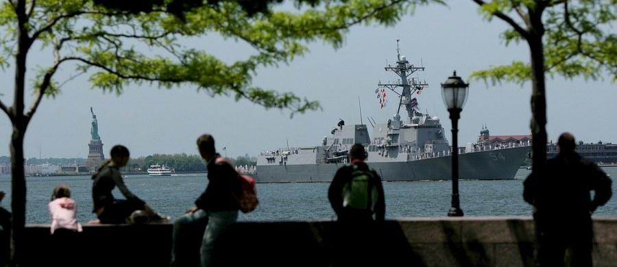 """Cztery irańskie łodzie patrolowe dokonały """"nękających manewrów"""" wobec amerykańskiego niszczyciela rakietowego USS """"Nitze"""" na wodach Zatoki Perskiej, w pobliżu cieśniny Ormuz. Taką informację przekazał szef sztabu operacyjnego marynarki wojennej USA, adm. John Richardson."""