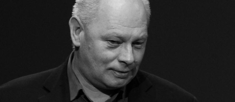 """Nie żyje Krzysztof Ptak, jeden z najwybitniejszych polskich operatorów filmowych - taką informację przekazała Szkoła Filmowa w Łodzi. Ptak był autorem zdjęć m.in. do """"300 mil do nieba"""", """"Panny Nikt"""", """"Historii kina w Popielawach"""", """"Ediego"""", """"Domu Złego"""" i """"Papuszy""""."""
