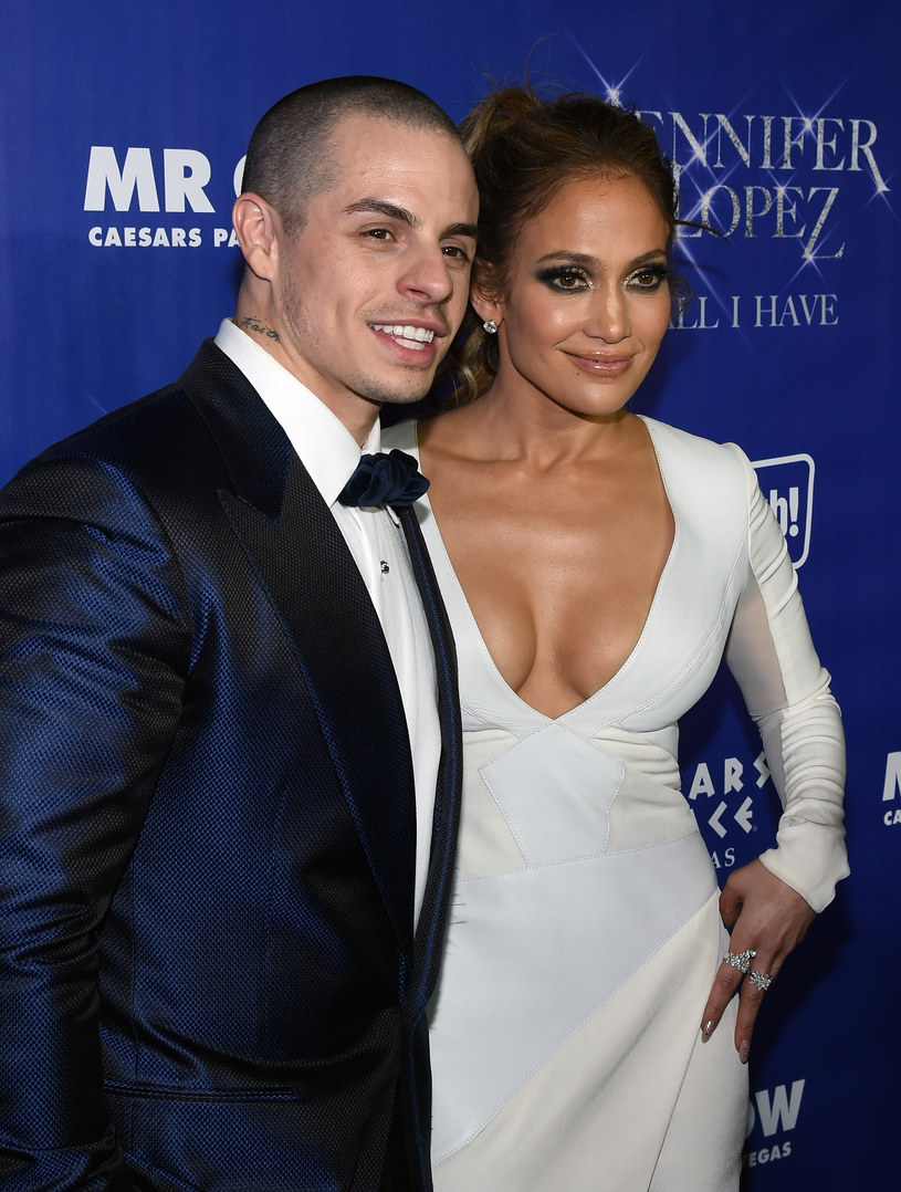 Serwis People.com podaje, że Jennifer Lopez zakończyła związek z Casperem Smartem.
