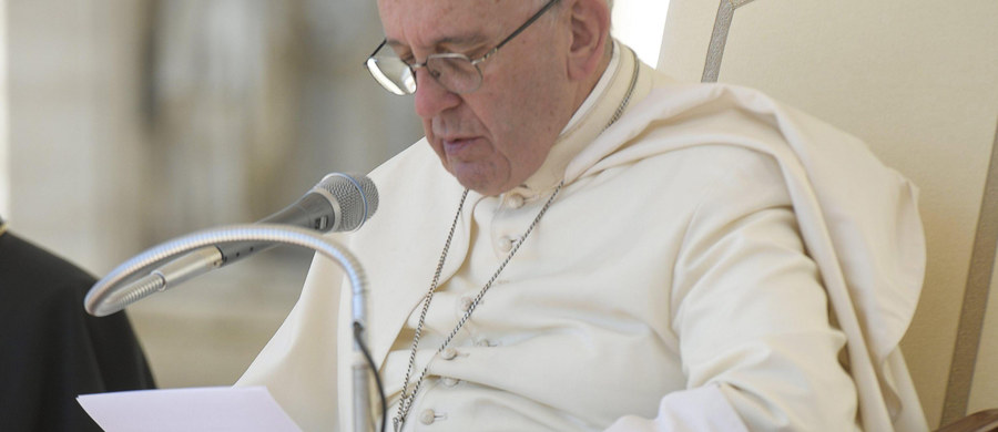 Pomoc dla uchodźców powinna być indywidualna, dostosowana do potrzeb konkretnej osoby. Taki jest przekaz papieża Franciszka - uważa ks. Przemysław Szewczyk, prowadzący stowarzyszenie Dom Wschodni - Domus Orientalis. Opiekuje się ono m.in. Syryjczykiem, któremu wynajem mieszkania w Łodzi sfinansuje papież.