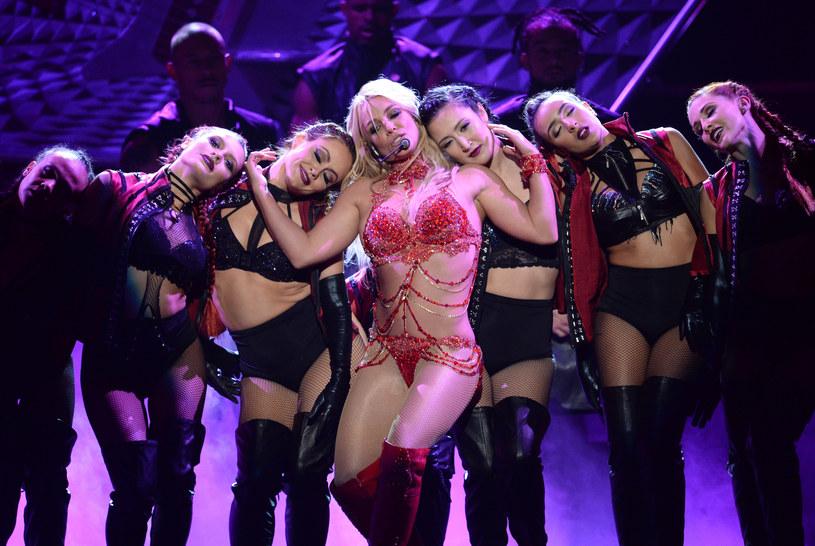 """Trzy lata trzeba było czekać na nowy album Britney Spears. 26 sierpnia do sprzedaży trafił następca """"Britney Jean"""" - """"Glory""""."""