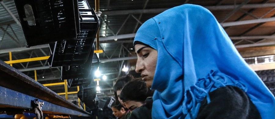Burmistrz niemieckiego miasta Luckenwalde w Brandenburgii zwolniła muzułmańską stażystkę już po pierwszym dniu pracy. Wszystko przez to, że kobieta nie chciała zdjąć z głowy chusty.