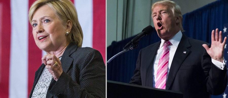 """Kampania prezydencka republikańskiego kandydata Donalda Trumpa odwołuje się do nastrojów rasizmu, paranoi i nienawiści - przekonywała kandydatka Demokratów do Białego Domu, Hillary Clinton. Wcześniej z kolei Trump w swoim przemówieniu w Manchester w stanie New Hampshire brutalnie zaatakował byłą Pierwszą Damę twierdząc, że w Departamencie Stanu prowadziła ona """"kryminalne przedsiębiorstwo""""."""
