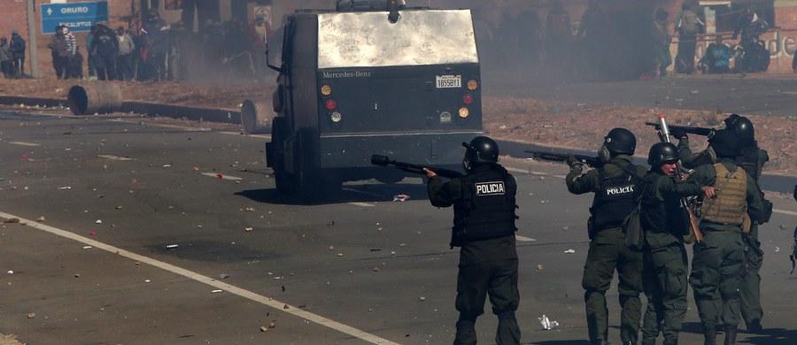 Wiceminister spraw wewnętrznych Boliwii Rodolfo Illanes został śmiertelnie pobity przez protestujących górników - poinformowały władze w La Paz. Do zdarzenia doszło w mieście Panduro, położonym 165 km na południe od stolicy kraju. Tam pracownicy kopalni blokowali autostradę, domagając się m.in. podwyżek.