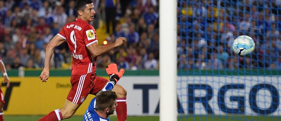 Nowy sezon zainauguruje wieczorem niemiecka Bundesliga. W meczu otwarcia Bayern Monachium podejmie Werder Brema. W tegorocznych rozgrywkach szansę na grę ma sześciu polskich piłkarzy. Pytanie numer jeden brzmi jednak: czy ktoś zatrzyma marsz Bayernu po piąty tytuł z rzędu?