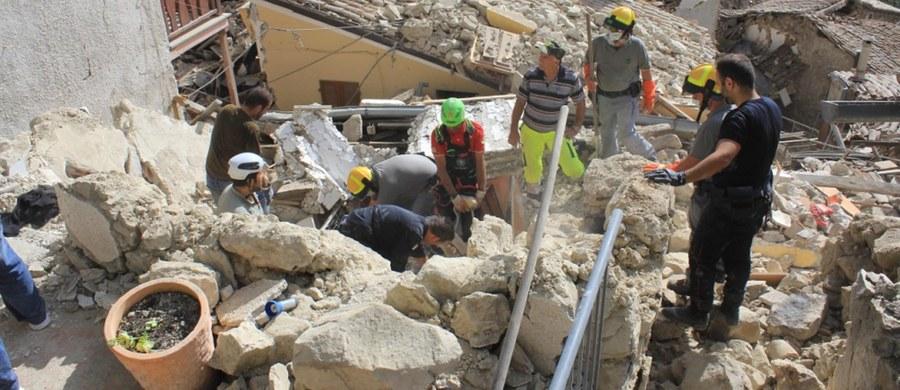 Imigranci ruszyli na pomoc poszkodowanym w trzęsieniu ziemi w Pescara del Tronto w centralnych Włoszech. Mówią, że chcą ulżyć w cierpieniu tym, którzy stracili wszystko.
