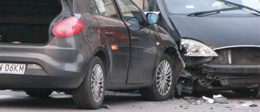 Osiem osób ucierpiało po zderzeniu trzech samochodów osobowych na krajowej trójce na Dolnym Śląsku. Ruch na trasie z Lubina do Nowej Soli odbywał się wahadłowo. Informację o zdarzeniu dostaliśmy na Gorącą Linię RMF FM.