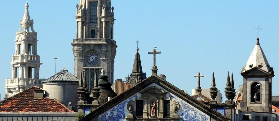 Władze Episkopatu Portugalii wezwały w piątek biskupów na naradę w sprawie sporu z rządem o podatek od nieruchomości. Przedstawiciele Kościoła twierdzą, że zmuszanie do płacenia nieuzasadnionych zobowiązań jest naruszeniem konkordatu między Portugalią a Watykanem.
