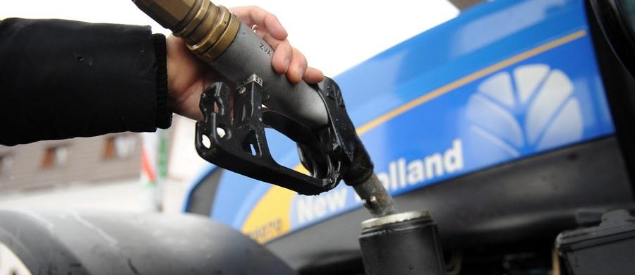 W ostatnim tygodniu wakacji można się spodziewać podwyżek na stacjach paliw. To wynik problemów z podażą oleju napędowego w niektórych regionach kraju i podwyżek w hurcie - twierdzą analitycy.