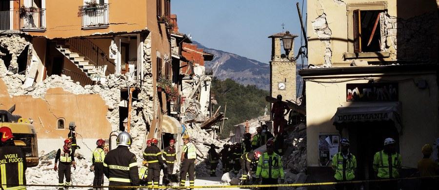 """Do 284 wzrosła liczba śmiertelnych ofiar trzęsienia ziemi we Włoszech. To jednak wciąż nie jest ostateczny bilans ofiar - ratownicy informują, że pod gruzami wciąż mogą znajdować się ciała. We Włoszech ogłoszono dzień żałoby narodowej. Tymczasem mieszkający w Sydney ekspert ds. trzęsień ziemi ostrzega, że trzeba się w przyszłości spodziewać """"apokaliptycznych"""" zdarzeń tego typu i nikt na świecie nie powinien czuć się bezpieczny."""