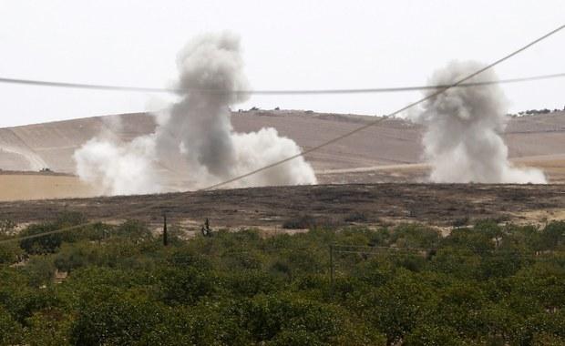 Tureckie lotnictwo zbombardowało pozycje kurdyjskich rebeliantów, sojuszników Syryjskich Sił Demokratycznych (SDF), oraz domy cywilów w syryjskiej miejscowości al-Amarna koło położonego na zachodnim brzegu Eufratu Dżarabulusu - podaje Reuters.