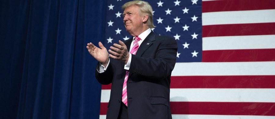 Donald Trump zapowiedział na wiecu w Des Moines (stan Iowa) zaostrzenie kontroli imigracji, m. in. wprowadzenie systemu kontroli wjazdu i wyjazdu z USA aby umożliwić deportację osób, które zostają w USA mimo upływu ważności wizy. Zapowiedział też pomoc dla Afroamerykanów i farmerów.