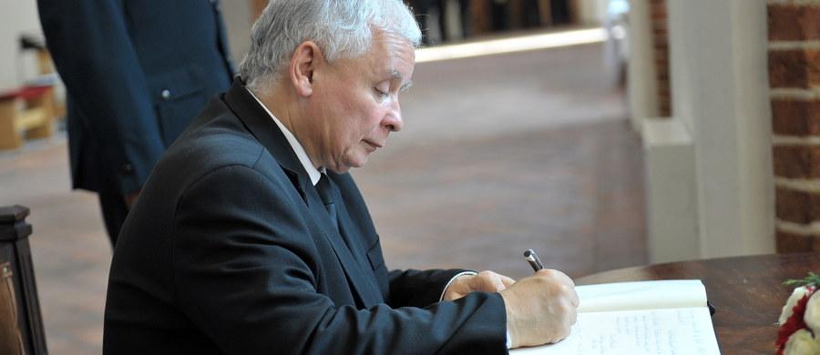 """Czy jesienią czeka nas dymisja premier Beaty Szydło, a ster władzy w państwie przejmie Jarosław Kaczyński? Członkowie jego partii utwierdzili się w przekonaniu, że ich lider zmusi premier Szydło do dymisji i sam stanie na czele rządu. """"Najbardziej doświadczeni w obserwowaniu kuchni politycznej przestrzegają, aby nie być tego pewnym"""" – analizuje w najnowszym numerze tygodnika """"wSieci"""" Piotr Zaremba."""