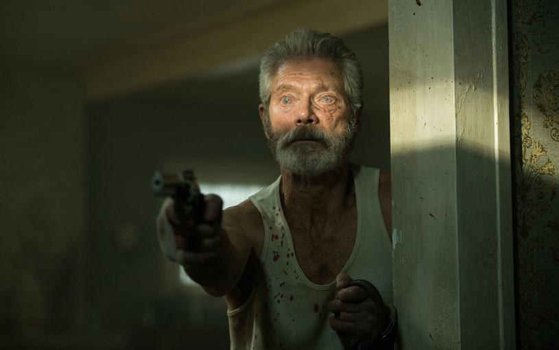 """Po wielkich sukcesach horrorów: """"Kiedy gasną światła"""", """"Noc oczyszczenia: Czas wyboru"""" i """"183 metry strachu"""", kolejny film grozy stał się w amerykańskich kinach przebojem. """"Nie oddychaj"""" Fede Alvareza zarobił w premierowy weekend ponad 26 milionów dolarów."""
