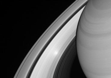 Zobacz odbicie Słońca w pierścieniach Saturna