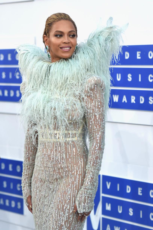 Triumfatorka gali MTV VMA i jej czteroletnia córka Blue Ivy w dniu ceremonii pojawiły się na czerownym dywanie ubrane w kreacje i biżuterię warte ponad 13 milionów dolarów.