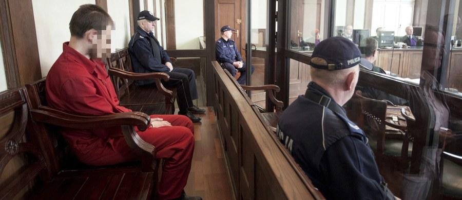 Skazany na dożywocie Samuel N. z Kamiennej Góry, który w sierpniu ubiegłego roku zadał śmiertelny cios 10-letniej dziewczynce ma problemy psychiczne - uważa obrona mężczyzny. Zdaniem adwokatów opinia biegłych w tej sprawie jest niepełna. Mężczyznę powinien zbadać nowy zespół. On sam nie jest w stanie się bronić. Apelacją obrońców zajął się dziś sąd we Wrocławiu.