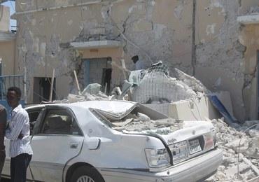 Co najmniej 20 ofiar wybuchu samochodu pułapki w Mogadiszu. Celem mogli być ważni urzędnicy