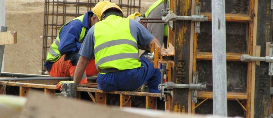 Już od jutra najpierw umowa o pracę, a dopiero potem praca. 1 września wchodzą w życie przepisy nakazujące zawarcie pisemnej umowy o pracę jeszcze przed jej rozpoczęciem, co oznacza lepszą ochronę praw pracowników i ograniczenie nielegalnego zatrudnienia.