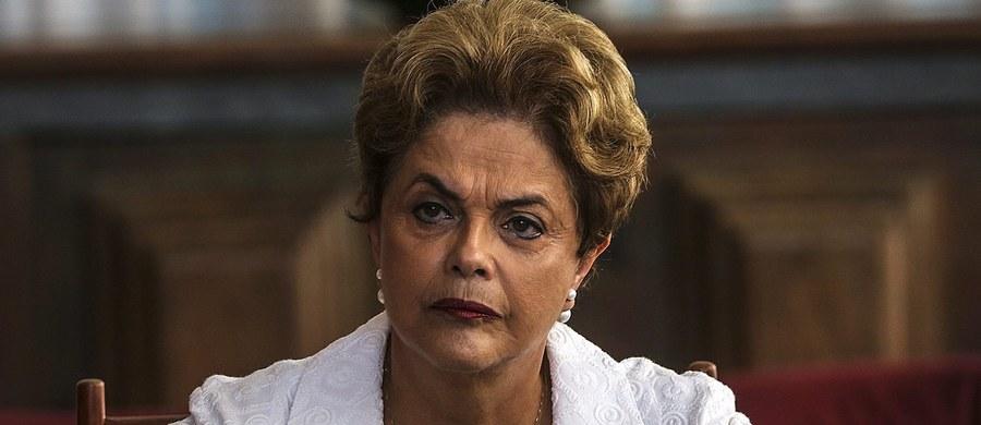Senat Brazylii przegłosował impeachment zawieszonej w obowiązkach prezydent Dilmy Rousseff. Jest ona oskarżona o ukrywanie złego stanu finansów publicznych. Proces impeachmentu paraliżował brazylijską politykę od dziewięciu miesięcy i głęboko podzielił opinię publiczną.