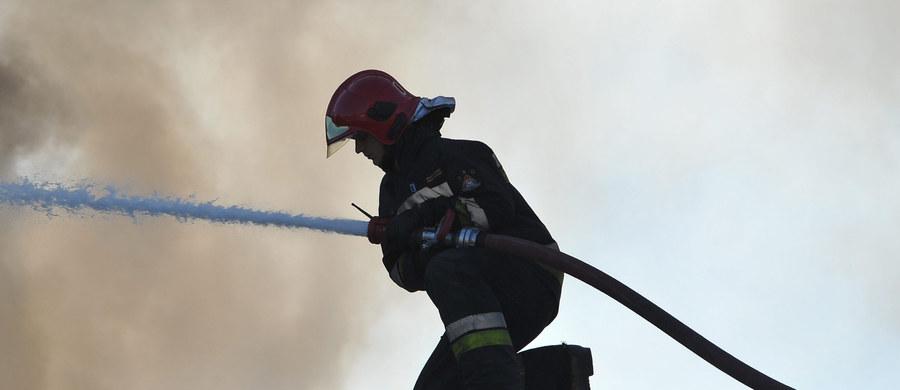Pożar opuszczonego budynku niedaleko zakopiańskich Krupówek. Do akcji wezwano 15 jednostek straży pożarnej.