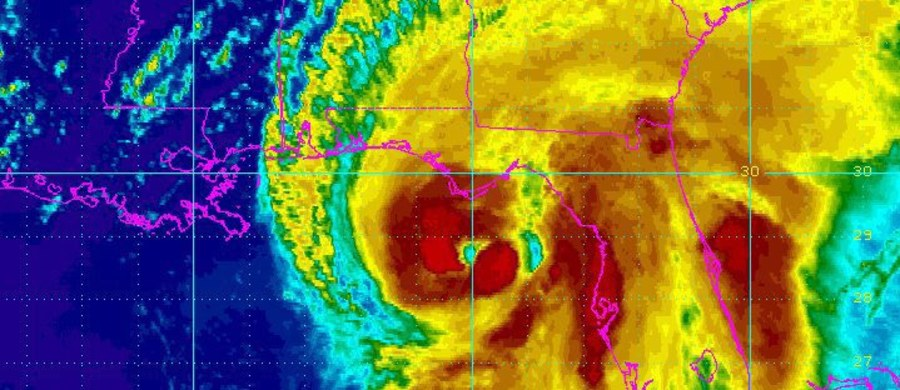 Huragan Hermine o prędkości wiatru dochodzącej do 130 km/h zbliża się znad Zatoki Meksykańskiej do zachodnich wybrzeży Florydy. Władze ogłosiły stan pogotowia w 51 z 67 hrabstw tego stanu.