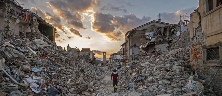 """Ponad 60 procent budynków w Rzymie jest zagrożonych w razie trzęsienia ziemi - takie dane podała federacja rzemieślników branży budowlanej w ogłoszonym raporcie. Władze Wiecznego Miasta oświadczyły zaś, że są to jedynie """"dane teoretyczne""""."""