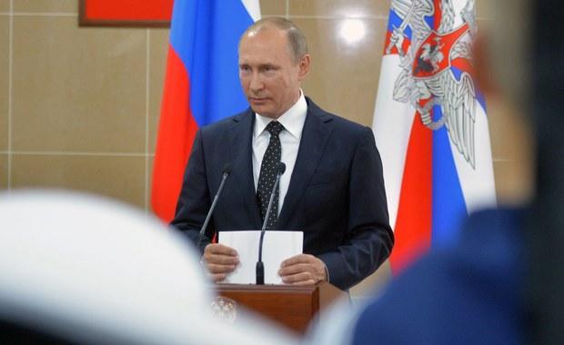Gazprom myśli o połączeniu złóż gazu na Syberii Zachodniej ze szlakami przesyłowymi na rosyjskim Dalekim Wschodzie. W razie problemów w Europie Rosja będzie przestawiać kierunek dostaw surowca na wschód - oświadczył w piątek prezydent Władimir Putin.