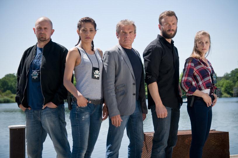 """Już w poniedziałek, 5 września, zobaczymy Marka Włodarczyka w nowej roli w najnowszym serialu z jego udziałem zatytułowanym """"Sprawiedliwi – Wydział Kryminalny"""", który emitowany będzie od poniedziałku do czwartku o godz. 20 na antenie TV4."""