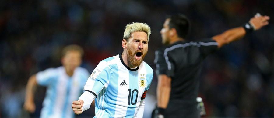 Z powodu zapalenia kości łonowej kapitan piłkarskiej reprezentacji Argentyny Lionel Messi opuści wtorkowy mecz z Wenezuelą w eliminacjach mistrzostw świata - poinformował trener Edgaro Bauza. W czwartek gwiazdor Barcelony poprowadził kolegów do zwycięstwa nad Urugwajem, zdobywając jedynego gola w spotkaniu w Mendozie. Po nim sam przyznał, że czuł ból i nie wie, czy będzie mógł wystąpić w kolejnym spotkaniu.