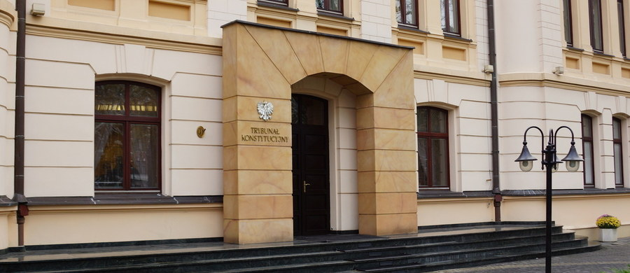 Ponad tysiąc sędziów zgłosiło swój udział w Nadzwyczajnym Kongresie, który trwa w warszawskim Pałacu Kultury i Nauki. Sędziowie rozmawiają o sytuacji wokół Trybunału Konstytucyjnego, a także o kolejnych krokach rządu i zapowiadanych zmianach w sądownictwie.