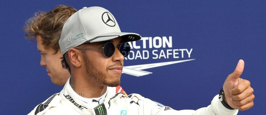 Obrońca tytułu mistrza świata Lewis Hamilton (Mercedes GP) wygrał kwalifikacje przed niedzielnym wyścigiem Formuły 1 o Grand Prix Włoch, 14. rundą cyklu. Brytyjczyk po raz 56. w karierze ruszy z pierwszego pola startowego.