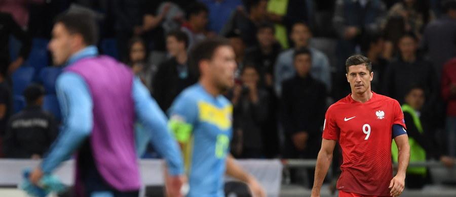 Polska zremisowała w Astanie z Kazachstanem 2:2 w swoim pierwszym meczu eliminacji piłkarskich mistrzostw świata, choć do przerwy prowadziła 2:0. Obie bramki dla gospodarzy zdobył Siergiej Chiżniczenko, a dla gości Bartosz Kapustka i Robert Lewandowski z rzutu karnego.