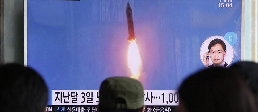 Korea Północna wystrzeliła trzy pociski balistyczne średniego zasięgu. Wpadły do Morza Japońskiego u wschodnich wybrzeżu Półwyspu Koreańskiego - poinformowało w Seulu kolegium szefów sztabów sił zbrojnych Korei Południowej.