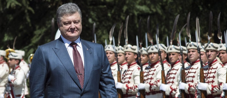 Niedopuszczalne jest, by finansowane przez Rosję media na Ukrainie destabilizowały sytuację, lecz reakcja na ich działania też nie powinna wychodzić poza ramy prawa - oświadczył prezydent Petro Poroszenko, komentując sytuację wokół pożaru w stacji TV Inter.