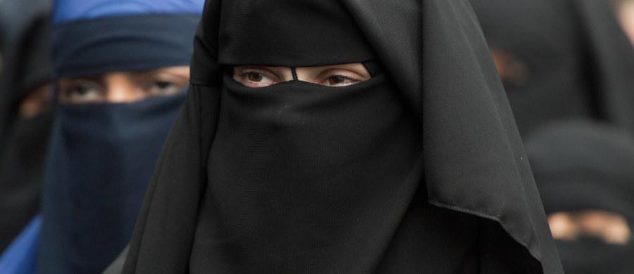Państwo Islamskie nie pozwala kobietom na noszenie burek. Zakaz obowiązuje na terenie budynków należących do sił bezpieczeństwa dżihadystów w Mosulu w Iraku.