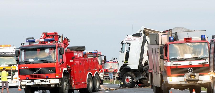 Na pięć lat więzienia skazał Sąd Okręgowy we Wrocławiu Hiszpana, który rok temu spowodował karambol na dolnośląskim odcinku A4. Ciężarówka mężczyzny wjechała w auta stojące w korku. W wypadku koło Oławy zginęły cztery osoby, a kilkanaście zostało rannych.
