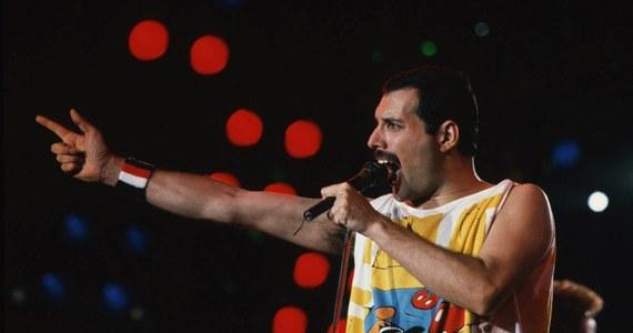 Bezimienna dotąd asteroida numer 17473 dostała imię Freddiego Mercury'ego, nieżyjącego wokalisty legendarnego zespołu Queen. Z okazji przypadającej we wtorek 70. rocznicy urodzin muzyka, ogłosił to gitarzysta Queen Brian May, który jest doktorem astrofizyki.