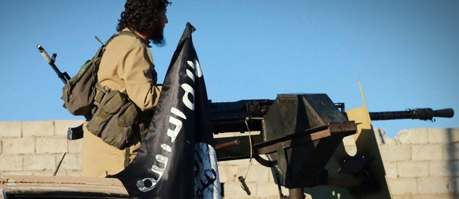 """Tydzień po śmierci w nalocie amerykańskiego drona Abu Mohammeda al-Adnaniego, rzecznika i szefa propagandy Państwa Islamskiego, ta dżihadystyczna organizacja wypuściła pierwszy numer nowego wydawnictwa propagandowego. Nosi ono tytuł """"Rumijah"""", czyli """"Rzym""""."""